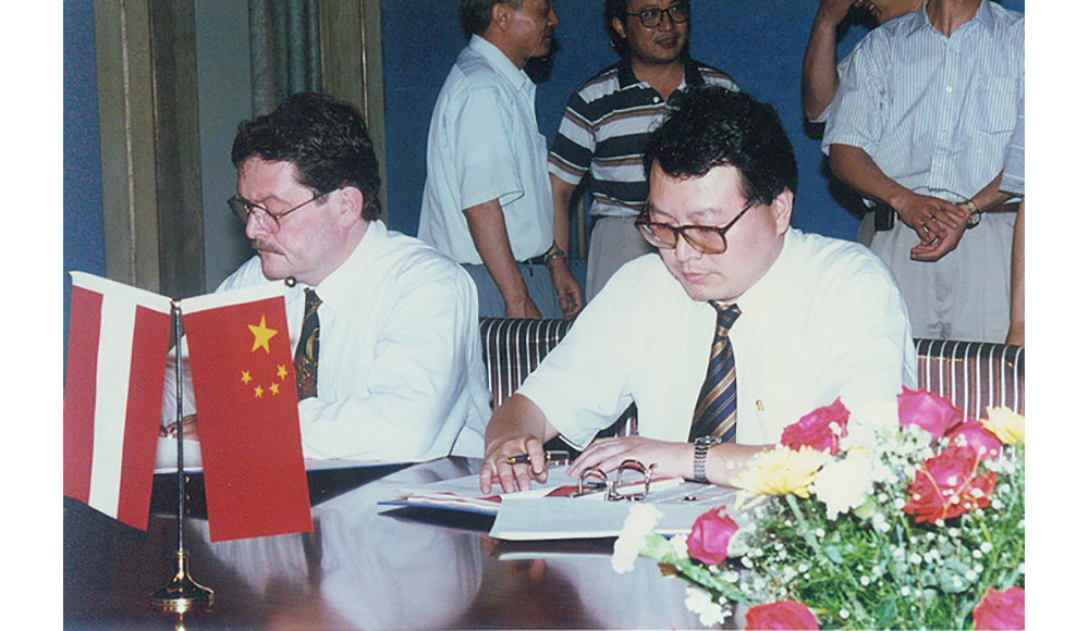 Signing ceremony for Guofeng Plastic Industry Co., Ltd. to import equipment of Greiner from Austria agented by AHTECH in 1996.