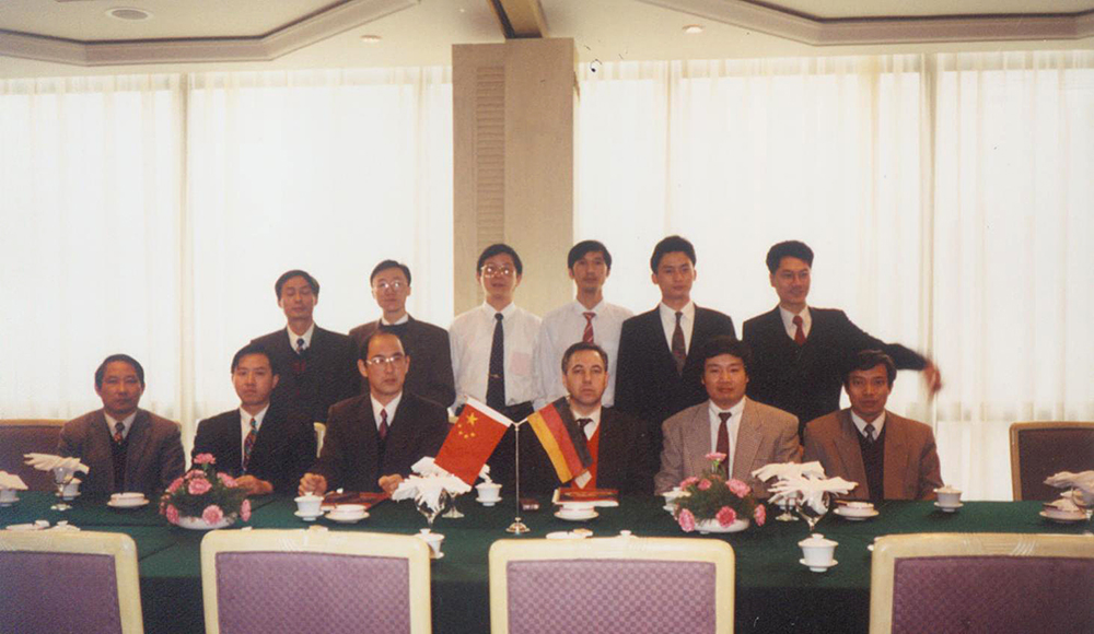 Signing ceremony for import project of Conch Cement Company agented by AHTECH in December 1993.