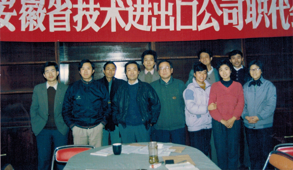 Group photo of all participants to AHTECH's first workers' congress in 1990.